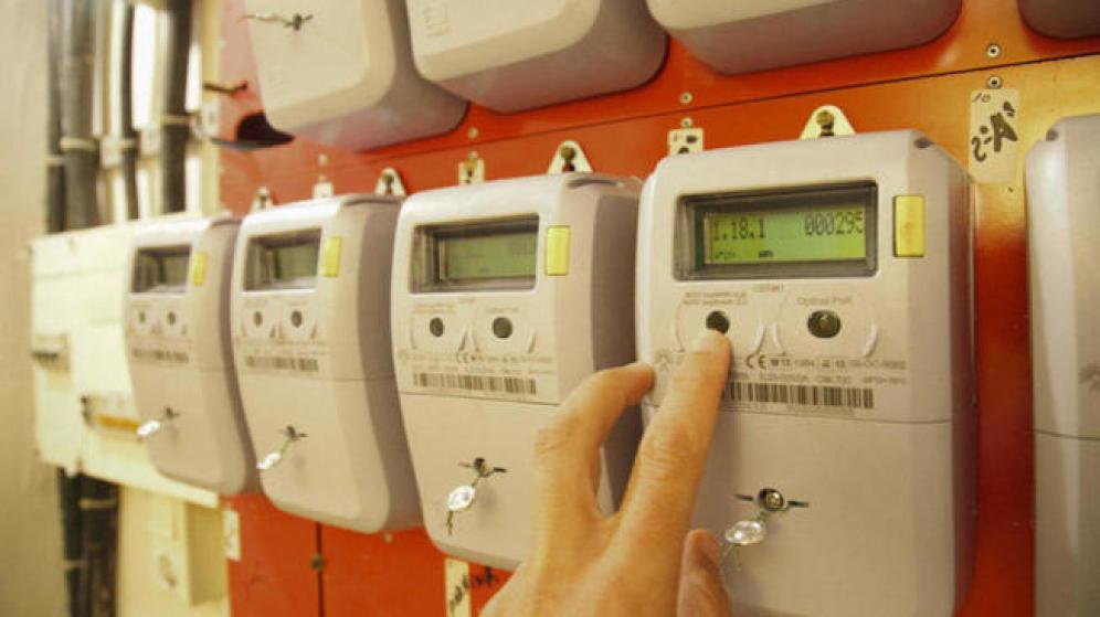 """Multazo de 4000€ por 'trucar' el contador: """"Las eléctricas hacen y deshacen a su antojo"""""""